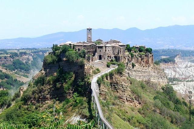 """Il borgo di Civita di Bagnoregio, """"la città che muore"""""""