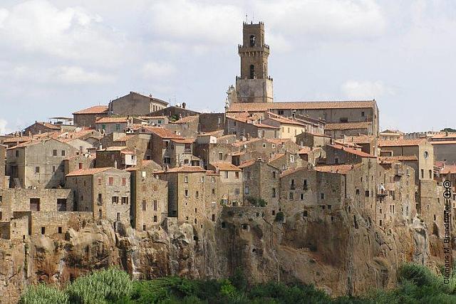Pitigliano città del tufo, piccolo gioiello tra Toscana e Lazio
